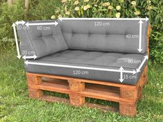 Outdoor Pallet 630715122793867885 - Coussin Palette : Guide d'Achat 2019 (+ Bons Plans) Source by Diy Sofa, Diy Pallet Sofa, Wooden Pallet Furniture, Outdoor Garden Furniture, Diy Furniture, Palette Couch, Outdoor Sofa Cushions, Palette Deco, House Cladding
