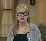 Clarissa Explains it all.def starting the large circle glasses trend Soft Grunge, Grunge Goth, Nu Goth, Clarissa Explains It All, Circle Glasses, Glasses Trends, Gothic, 90s Girl, Smosh