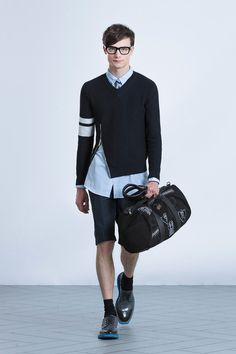 Viktor & Rolf presented its Spring/Summer 2014 collection during Paris Fashion Week. Fashion Show, Mens Fashion, Paris Fashion, Fashion Menswear, Runway Fashion, High Fashion, Vogue, Paris Mode, Viktor Rolf