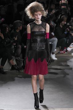 Alexander McQueen Fall/Winter 2015-2016 Fashion Show