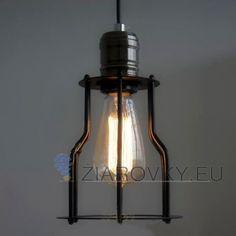 Historické závesné svietidlo s modernou klietkou na žiarovky typu E27 je svietidlo určené na stenu v rustikálnom vzhľade. Svietidlo je vhodné do obývacej izby, kuchyne, jedálne, spálne, reštaurácie a pod. Svietidlo je v rustikálnom vzhľade a je vhodné ako dekorácia do každej domácnosti. Závesné svietidlo je zárukou obdivu vašej domácnosti alebo chalupy, reštaurácie a pod. Toto historické svietidlo sa nesie v starodávnom duchu a zaručí obdiv vo Vašej domácnosti.