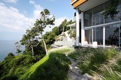 Villa Mayavee: the perfect alliance of architecture & design - to discover : www.themilliardaire.co