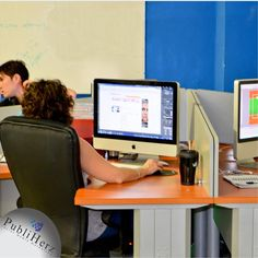 Nuestro equipo de diseñadores gráficos altamente capacitados para cumplir y MEJORAR expectativas de todos nuestros clientes.    #SocialMedia #Desing #Publiherz