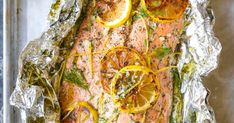 Lemon Dill Salmon in Foil - Seriously dead-simple salmon cooked right in foil! No clean-up! And you know lemon-dill flavors are THE BEST! Brown Rice Cooking, Cooking With Olive Oil, Sweet Potatoe Bites, Potato Bites, Grilling Recipes, Seafood Recipes, Dinner Recipes, Whole Salmon Recipe, Lemon Dill Salmon