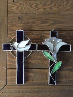 Check out our stained glass cross selection for the very best in unique or custom, handmade pieces from our shops. Stained Glass Designs, Stained Glass Panels, Stained Glass Patterns, Stained Glass Art, Mosaic Glass, Stain Glass Cross, Easter Art, Easter Cross, Making Stained Glass