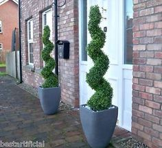 The advantages using artificial Topiary Trees For Front Porch - Decorating your porch with potted plants is a great idea because it livens up the room. Artificial Topiary, Artificial Plants And Trees, Artificial Flowers, Boxwood Topiary, Topiary Trees, Topiaries, Potted Plants Patio, Outdoor Plants, Plants Indoor