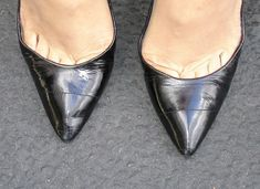Black pumps and toe cleavage