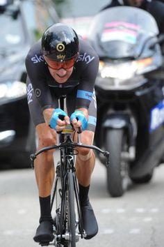 Bradley Wiggins in the stage 8 TT Giro d'Italia (Fotoreporter Sirotti) Bradley Wiggins, Road Cycling, Motorcycle Jacket, Trail, Stage, Bicycle, Sports, Italia, Hs Sports