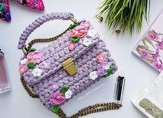 WEBSTA @ feel.love.crochet - Изящная , неповторимая, все детали связаны вручную , никого не оставит равнодушным, да да, это все про нее☝️#crochet#ручнаяработа#knit#handmade#вязание#knitstagram#мамаблог#вязанаясумка#myfergy#etsy#трикотажнаяпряжа#i_loveknitting#вяжутнетолькобабушки#кроссбоди#сумканазаказ
