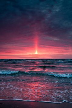 beautiful sunset on ocean water Beautiful Sunset, Beautiful World, Beautiful Places, All Nature, Amazing Nature, Jolie Photo, Ciel, Pretty Pictures, Beautiful Landscapes