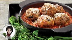 Rediscover meatballs with this polpette and tomato sauce from Josée di Stasio Tomato Sauce Recipe, Sauce Recipes, Meat Recipes, Food Processor Uses, Food Processor Recipes, Confort Food, How To Cook Meatballs, Gratin Dish, Chop Suey
