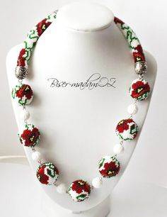svitlana mytzan(malaniak) | ВКонтакте Diy Jewelry Necklace, Seed Bead Necklace, Bead Jewellery, Beaded Earrings, Beaded Jewelry, Beaded Bracelets, Bead Crochet Patterns, Bead Crochet Rope, Beading Patterns