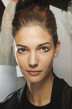 Fendi http://www.vogue.fr/beaute/tendance-des-podiums/diaporama/hot-liners/11633/image/684528#fendi