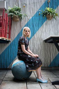 Platnium Blonde Hair, Patrick Warburton, Character Inspiration, Style Inspiration, Lucy Boynton, Paris Girl, Hollywood Celebrities, Photo Archive, Her Style