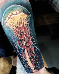 Stunning jellyfish tattoos done by the best artists from around the world. Sea Life Tattoos, Ocean Tattoos, Leg Tattoos, Tattoo Thigh, Body Art Tattoos, Sleeve Tattoos, Tatoos, Jellyfish Painting, Jellyfish Tattoo