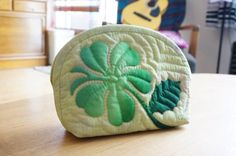 Hawaiian Quilt : Hong Kong Orchid Tree makeup pouch
