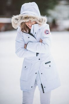 Total white in canada goose trillium parka - thecablook by d Canada Goose Parka, Canada Goose Jackets, Milan Fashion Weeks, New York Fashion, Winter Wear, Autumn Winter Fashion, New Yorker Mode, Neutral Outfit, Winter Stil