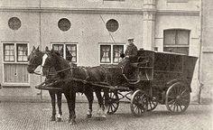 Vroeger hadden ze nog geen auto's,  maar reden ze met paard en wagen. Dit is dan voor de welvaart.