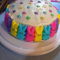 Easy Easter Peeps Cupcakes for Kids to Make Holiday Cakes, Holiday Desserts, Holiday Treats, Cupcakes, Cupcake Cakes, Hoppy Easter, Easter Eggs, Easter Cake, Easter Food
