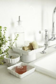 Footed trays for the bathroom or kitchen