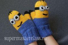 "children's mittens for the boy ""Миньоны"" Knit Mittens, Mitten Gloves, Hand Embroidery Flowers, Crochet Art, Crochet Basics, Baby Hats, Fingerless Gloves, Baby Knitting, Arm Warmers"