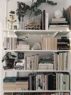 bookshelf ideas, DIY bookshelf decorating ideas, bookshelves for small space, un… – Bookshelf Decor Bookshelves For Small Spaces, Cheap Bookshelves, Creative Bookshelves, Bookshelves In Bedroom, Decorating Bookshelves, Bookshelf Design, Bookshelf Ideas, Bookshelf Styling, Book Shelves