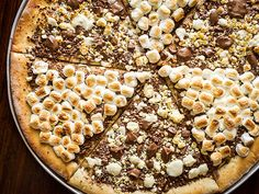 Make this chocolate pizza! http://greatideas.people.com/2014/02/10/chocolate-pizza-recipe-max-brenner-valentines-day/