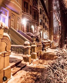 Snowy Brownstones Upper West Side by Kelly Kopp @kellyrkopp | newyork newyorkcity newyorkcityfeelings nyc brooklyn queens the bronx staten island manhattan