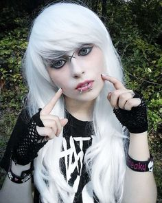 Best Emo Hairstyles 2019 - Emo hairstyles are relatively close to the neck. Emo pixies are short while pony styles are long emo hairstyles and fall across the forehead. Emo Girl Hairstyles, Emo Haircuts, Trending Hairstyles, Cool Hairstyles, Hairstyle Men, Bridal Hairstyles, Formal Hairstyles, Black Emo Hair, Long Black Hair
