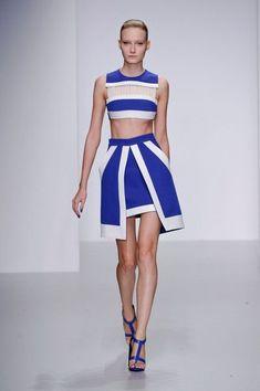 David Koma Spring 2014 Ready-to-Wear Collection Runway Fashion, High Fashion, Fashion Show, Fashion Looks, Fashion Outfits, Womens Fashion, Fashion Design, Fashion Trends, London Fashion