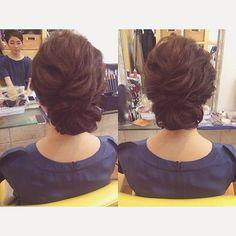 レトロにまとめて⭐️ ネイビーのドレスにお似合いでした #hair#hairstyle#hairmake#hairarrange#fashion#girl#bridalhair#wedding#updo#party#instalike#ヘアセット#ヘアメイク#ヘアアレンジ#アップ#波ウェーブ#シニョン#パーティー##オトナ女子#かわいい#ゆるふわ#撮影#モデル#横浜#みなとみらい#結婚式#二次会#レトロ
