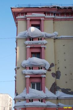 Ice hats on the windows. Rusia's northernmost town of Norilsk. Заполярный оазис: город Норильск