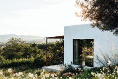 The Ibiza Campo Loft Architects: The Nieuw, ibiza interiors Location: San Juan Bautista, Ibiza, Spain Photography: On a hazy morning Ibiza Island, Modern Mediterranean Homes, Abandoned Warehouse, Industrial Architecture, Open Space Living, Roof Light, Built In Bench, Interior Photo, Interior Design