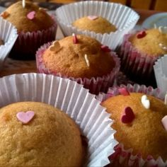 Joghurtos muffin nutellával töltve Nutella, Muffins, Food And Drink, Breakfast, Morning Coffee, Muffin, Cupcakes