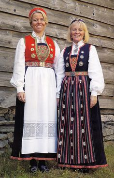 Hello all, Today I will cover the last province of Norway, Hordaland. This is one of the great centers of Norwegian folk costume, hav. Norway Culture, Norwegian Clothing, Frozen Kids, Costumes Around The World, Frozen Costume, Folk Clothing, Scandinavian Fashion, Beautiful Costumes, Embroidered Jacket