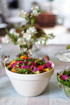lumo lifestyle: High summer salad with rose petals