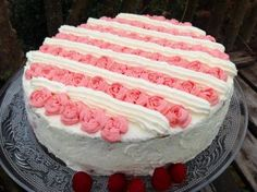 Himbeer-Sahne-Torte Vanilla Cake, Baking, Desserts, Cakes, Beauty, Food Garnishes, Cream Pie, Raspberries, Tailgate Desserts