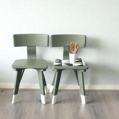 Afbeeldingsresultaat voor kinderstoeltje Todler Room, Color Style, Painted Chairs, Kids Corner, Kids Decor, Boy Room, Kids Furniture, Diy For Kids, Home And Living