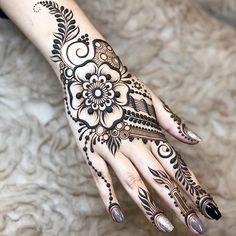 50 Most beautiful Massachusetts Mehndi Design (Massachusetts Henna Design) that you can apply on your Beautiful Hands and Body in daily life. Pretty Henna Designs, Henna Art Designs, Mehndi Designs For Fingers, Arabic Mehndi Designs, Latest Mehndi Designs, Mehandi Designs, Henna Tattoo Hand, Henna Mehndi, Mandala Tattoo