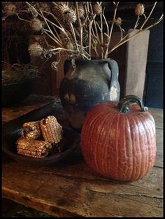 Simple and primitive - so very fall! Harvest Time, Fall Harvest, Harvest Season, Primitive Autumn, Primitive Decor, Primitive Christmas, Deco Champetre, Autumn Decorating, Primitive Fall Decorating