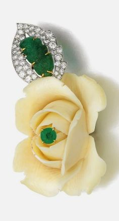 Brooches Jewels : Ivory emerald and diamond brooch Cartier Designed as a carved ivory ros Cartier Jewelry, Emerald Jewelry, High Jewelry, Bling Jewelry, Antique Jewelry, Vintage Jewelry, Luxury Jewelry, Modern Jewelry, Ivory Roses