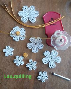 23 Easy Paper Quilling Ideas For Kids Quilling Flowers Tutorial, Paper Quilling Flowers, Paper Quilling Cards, Paper Quilling Jewelry, Paper Quilling Patterns, Paper Flowers Craft, Quilling Paper Craft, Quilling Ideas, Quilling Animals