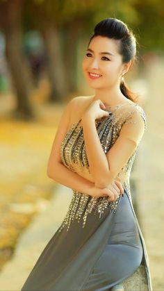 The Most Beautiful Girl Beautiful Asian Girls Beautiful Women Sexy Asian Girls Traditional Dresses Thai Dress Vietnamese Dress Beautiful Vietnam Vietnam Costume Ao Dai, Beautiful Asian Women, Beautiful Celebrities, Girl Facts, Sexy Asian Girls, Asian Fashion, Traditional Dresses, Asian Woman, Beauty Women