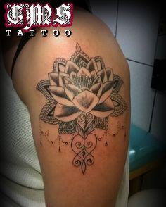 CMS Tattoo 2017 (Caroline) Lotus mais ornamentos que rolou quinta a noite 20/07  Obrigado pela confiança  WhatsApp (11) 95798-4377  Lotus tattoo by Cícero Martins @cmstattoo #paisley #inklife #inkaddicts #tattooart #sketch #tattoobrasil #tattooed #tattoolife #cmstattoo #tattoodesign #tatttoos #tattoobrasildivulga #tattoopaisley #garotastatuadas #paisleytattoo #inkedgirls #paisleytattooartist #tattoo2me #inkmaster #lotustattoo #tatuagensdelicadas #tatuagensdelicadasefemininas #ink