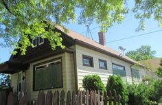 Foreclosed Home For Sale on Milwaukee's south side, large 5bd/2ba home with 2.5det garage, living rm, dining rm, eat-in kitchen and more! Maple Street, Milwaukee, WI