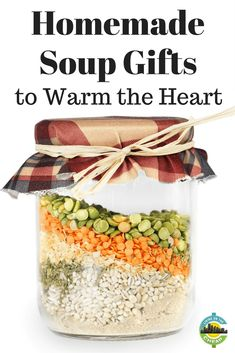 I enjoy few things more than creating and giving homemade gifts. So many different types of foods, such as quick breads, cookies, candy and drink mixes, lend themselves to giving. But giving a soup mix to someone who may not have the desire to cook for himself can be a wonderful gift to warm both heart and belly. #giftguides #homemade #soup #DIY Jar Food Gifts, Homemade Food Gifts, Edible Gifts, Homemade Soup, Homemade Dry Mixes, Gift Jars, Diy Food, Food Ideas, Dry Soup Mix