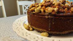 Taatelikakku pähkinäkuorrutteella Cake, Desserts, Christmas, Food, Tailgate Desserts, Xmas, Deserts, Kuchen, Essen