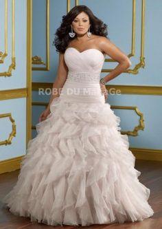 Grande taille robe de mariée col en coeur sans bretelle perles satin organza froufrous