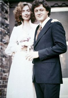 Today in 1975 - William Jefferson Clinton and Hillary Rodham tied the knot in Fayetteville, Arkansas. Bill was 29 and Hillary was 27 years old. Later, they became well known -- as U. President Bill Clinton and First Lady Hillary Rodham Clinton. Bill And Hillary Clinton, Hillary Rodham Clinton, Chelsea Clinton, William Clinton, Celebrity Couples, Celebrity Weddings, 1975, Famous Couples, Dress Wedding