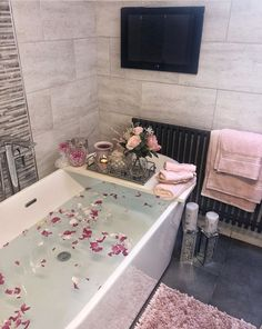 Hampton and Astley Egyptian Cotton 7 Piece Luxury Bath Towel Set, Pink Dream Home Design, Home Interior Design, House Design, Bathroom Design Luxury, Dream Apartment, House Rooms, Bathroom Inspiration, Home Living Room, Decoration